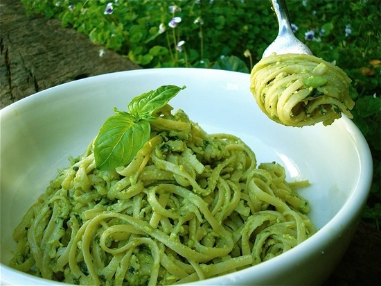 vegan avocado pesto
